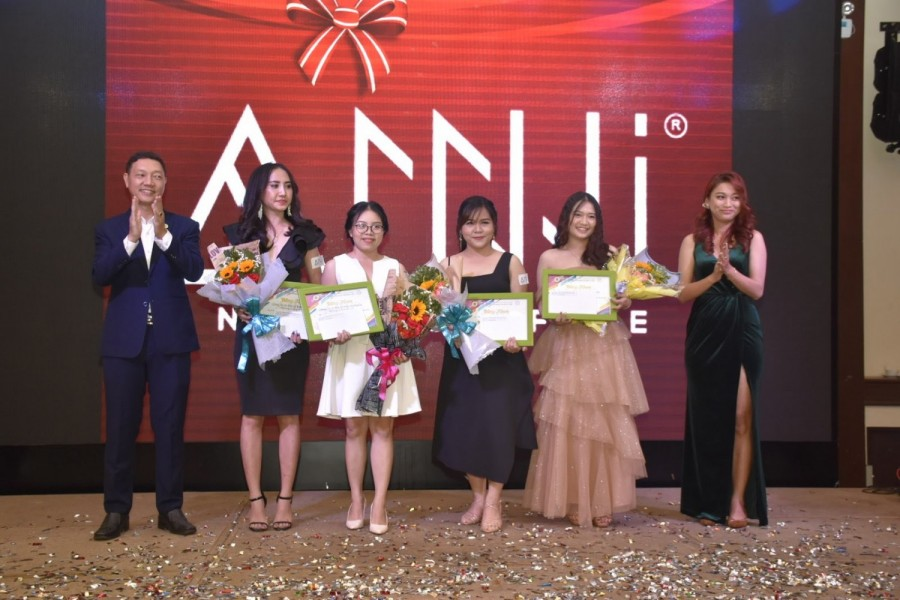 Vinh danh nhân viên công ty Anni Coffee